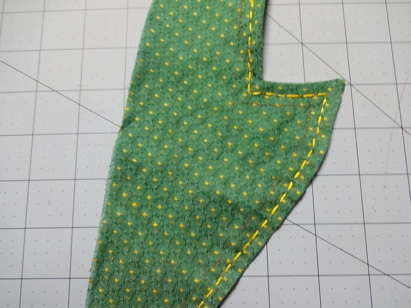 1 row of embroidery on top collar