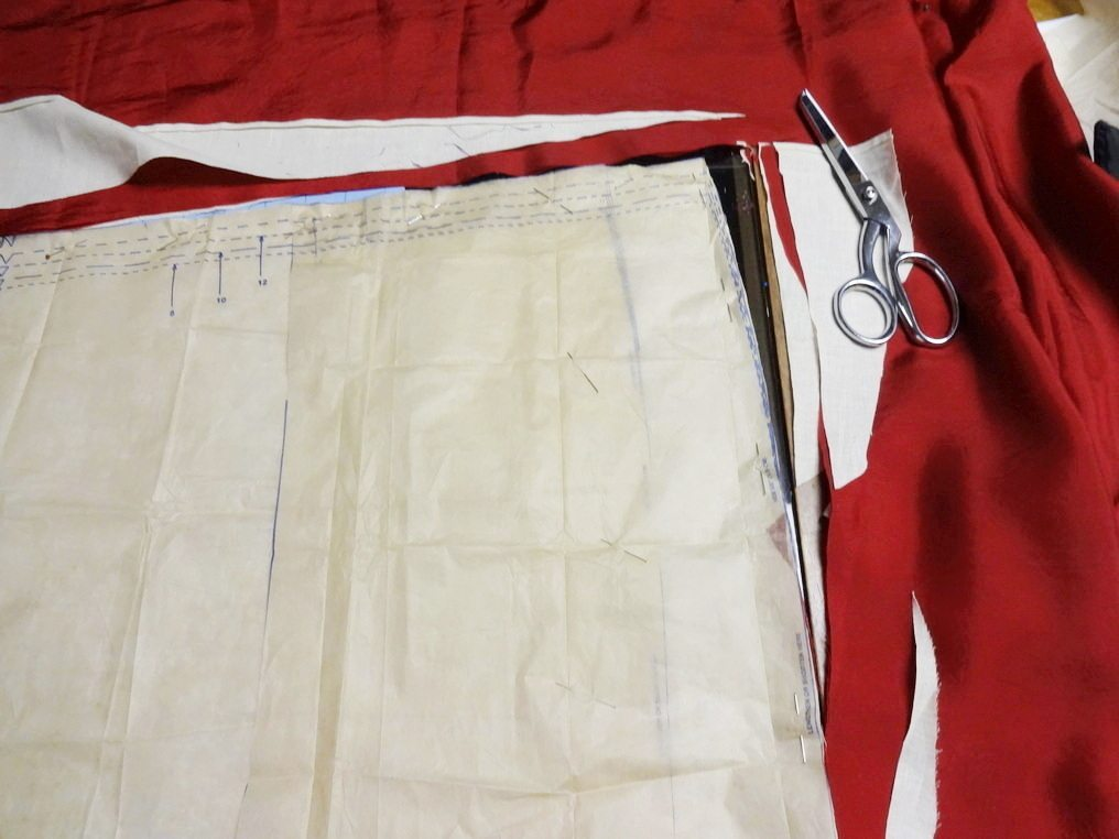 Cutting rayon lining between muslin