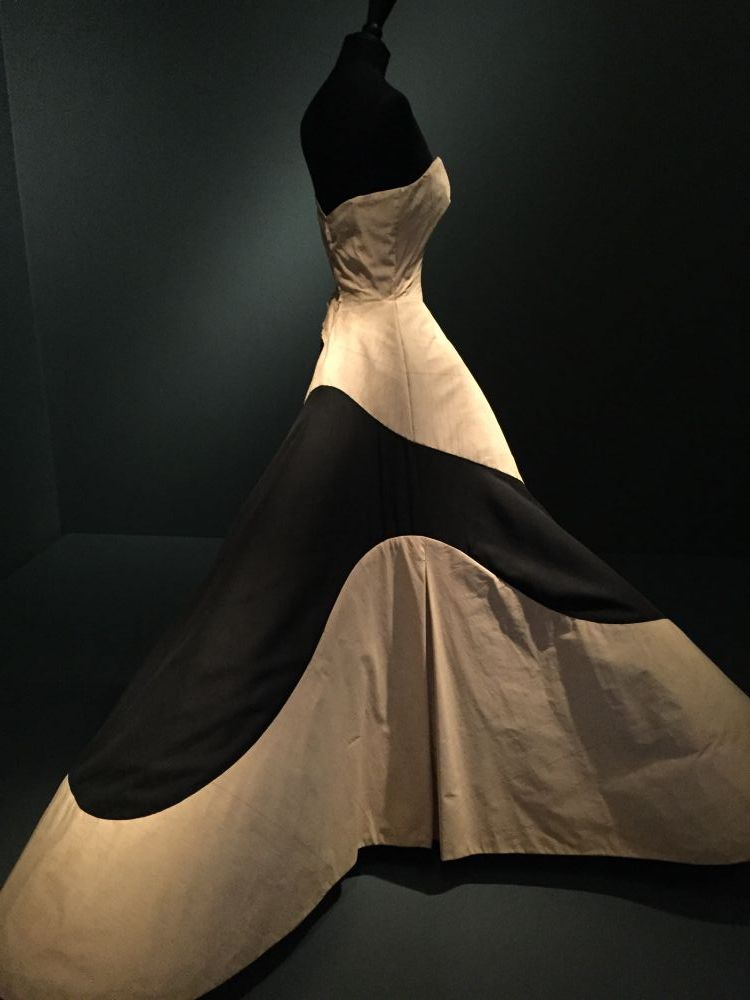 Charles James clover dress muslin - Brooklyn Museum Costume Collection - csews.com