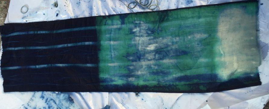 DIY Shibori - Indigo-dyed fabric - water bottle