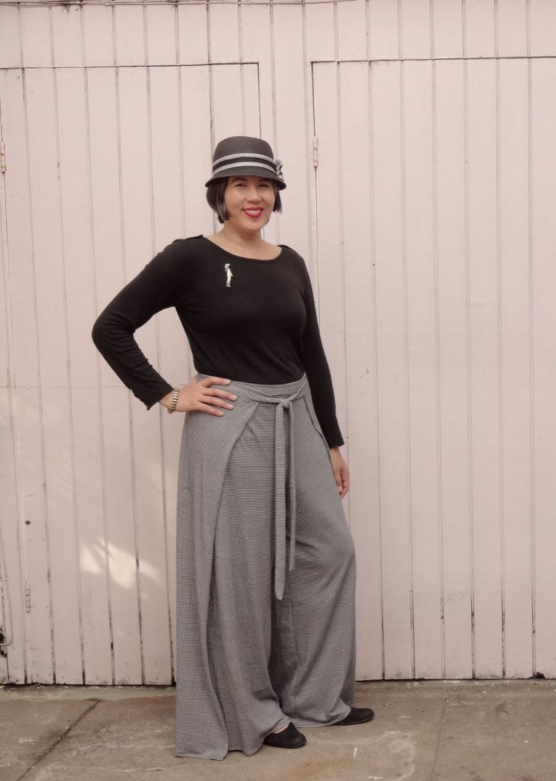 Vogue 9191 - Wrap pants in houndstooth jersey - front view - V9191