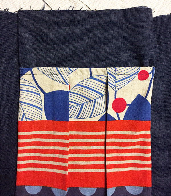 Outside pocket lined up with waist